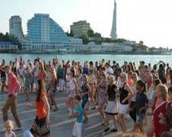 Сальсу и бачату танцевали на Приморском бульваре в Севастополе